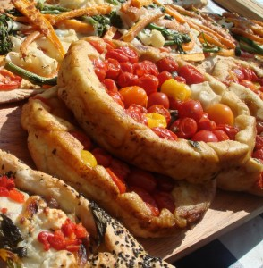 pizzas-and-breads-farmers-market-340